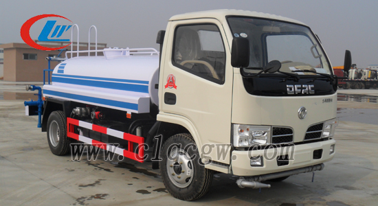东风2吨小型洒水车